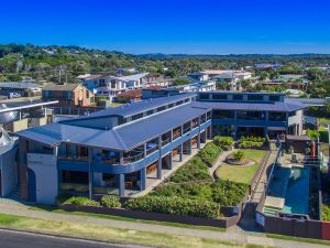 Lennox Holiday Apartments - Accommodation Nelson Bay